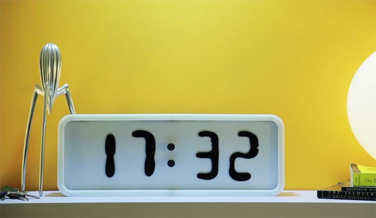 Rhei-ferrofluid-clock-2